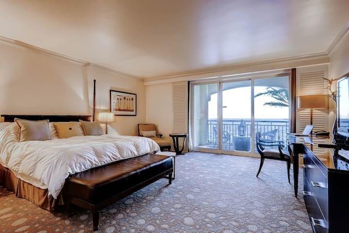 Oceanfront Ft. Lauderdale Studio - Fort Lauderdale - Condominium