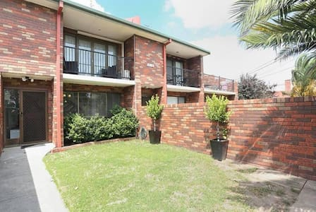 Room in Ascot Vale