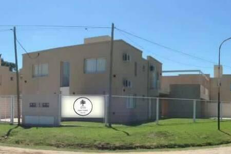 11 departamentos de 2 amb frente a Laguna - Chascomús - Apartamento
