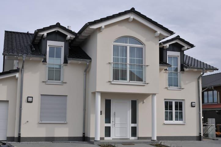 Große neuwertige Ferienwohnung, familienfreundlich - Sinzheim - Apartment