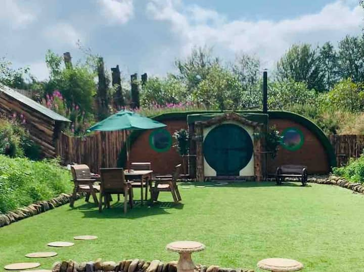 'Hobbit Style' Lodge - 2 bedrooms, bathroom, Wifi