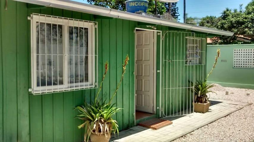 Casa em Mariscal, próx. a praia, para 3 pessoas - Bombinhas - Casa