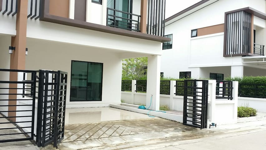 Entire Floor for rent- near Mahidol - Salaya - Huis
