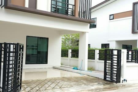 Entire Floor for rent- near Mahidol - Salaya