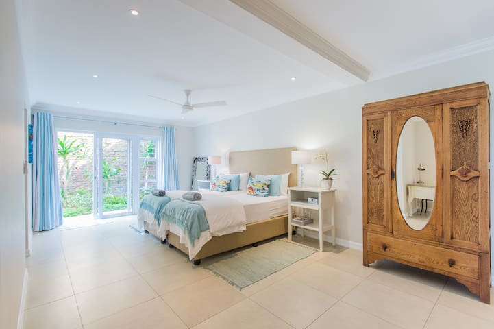 2nd very large Bedroom and private bathroom - beds can be make up as King size bed or 2 single beds.