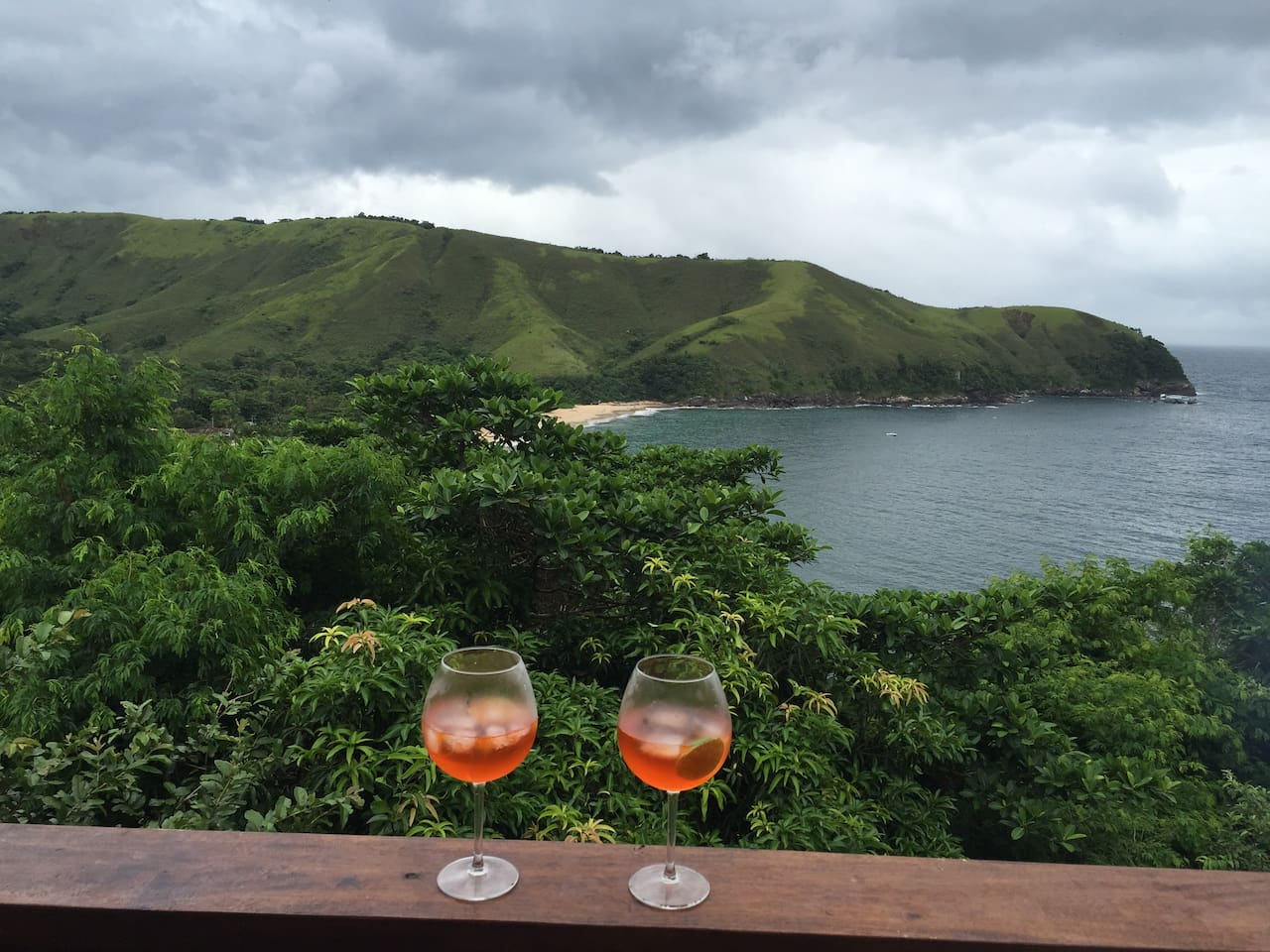 Vista deck superior e o drink de final de tarde