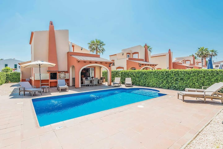 Centrally located family villa, 500m from beach