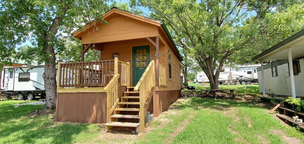 """OARASIS"" Tiny Log Home w/relaxing LARGE Lake View"