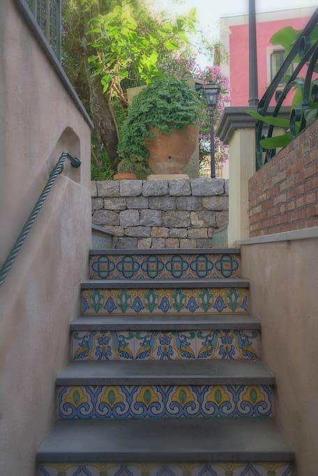 Sicilian classic ceramics in the garden