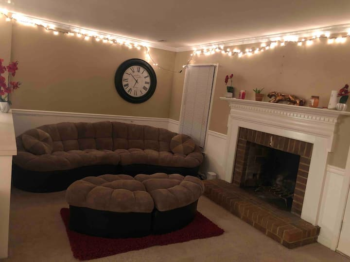 Posturepedic Queen Bed/Perfect Movie Couch