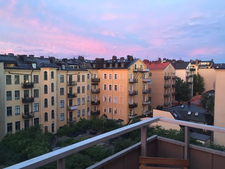 Twilight sky over the courtyard.