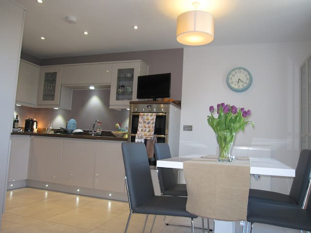 Bluebell - Spacious double room in modern house