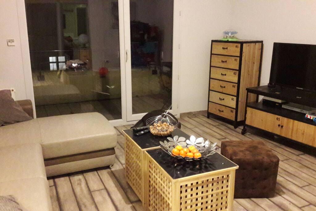 Salon séjour donnant sur balcon