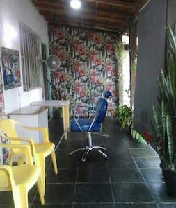 Casa família simples vagas garagem - Barra Mansa