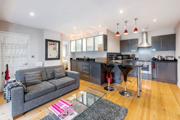 Beautiful self contained apartment with parking