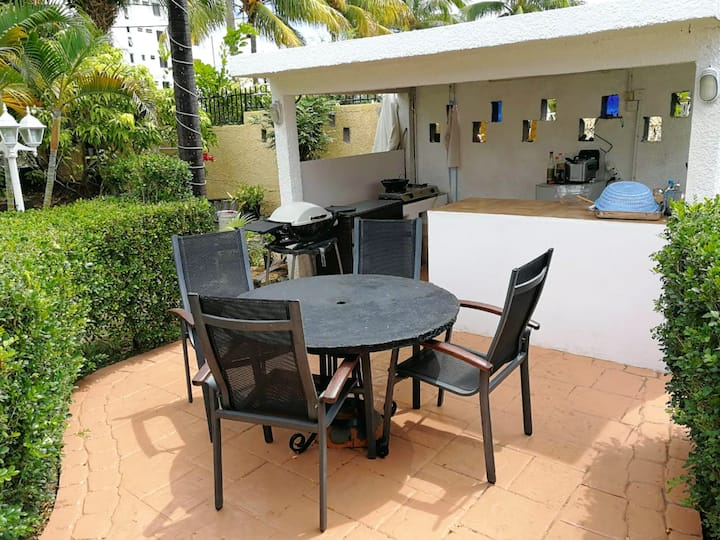 Studio in Flic en Flac, with enclosed garden and WiFi - 400 m from the beach