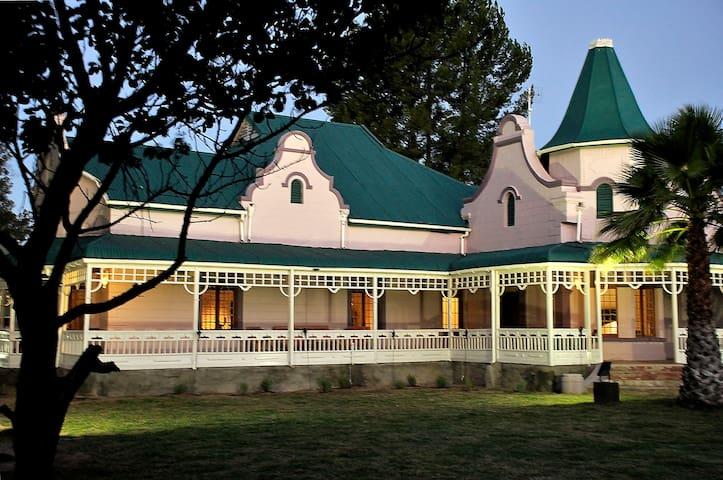 Karoo Moons Self Catering Luxury House