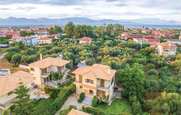 Stunning home in Diakopto with WiFi and 4 Bedrooms