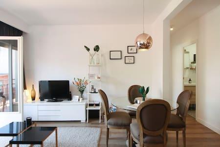 Design flat in Modernist beach town - Canet de Mar - Apartamento