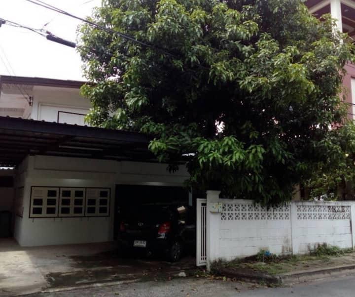 Bangkok Min buri family home