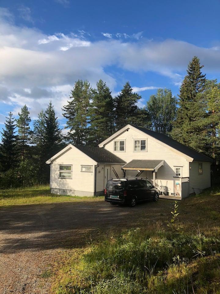 Sentralt beliggende hus Åmot i Vinje