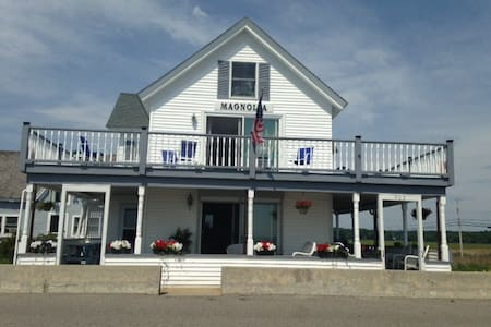 Ocean Front Magnolia Beach House - Wells