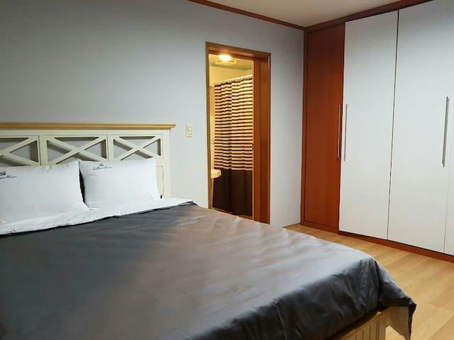 침실2(안방내욕실)