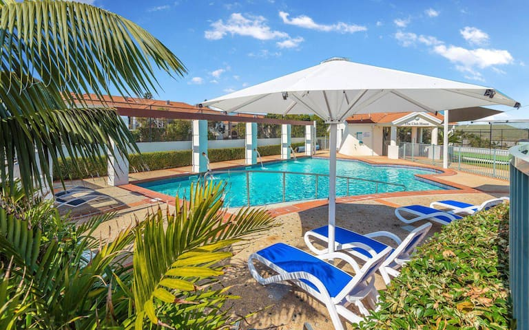 Sands 51 - A Beach Escape - Pool and Tennis Court Unlimited Wi-Fi