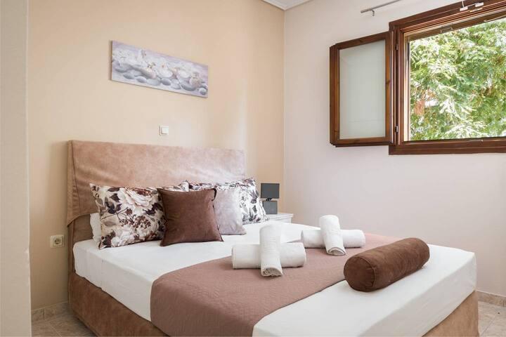 Joseph deluxe 2BR apartment near Corfu Town IV