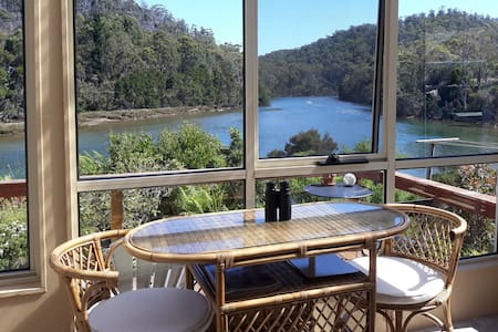 River Cottage Tasmania * River Frontage * Hot Tub