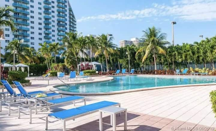 Sunny Isles | Modern Spacious Resort Condo | WiFi