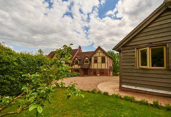 Upper House Cottage - classic oak frame cottage