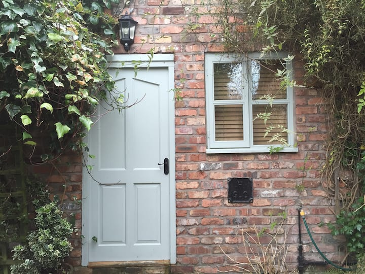 Garden Studio Apartment, Thelwall,