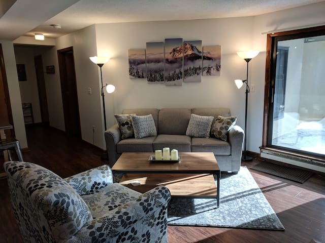 Newly Renovated Killington Condo-- Walk to Slopes!