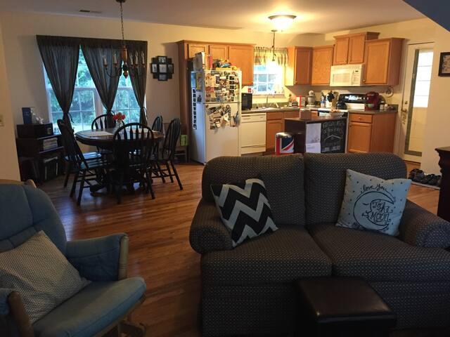 Lehman's Loft - Greenville - Apartment
