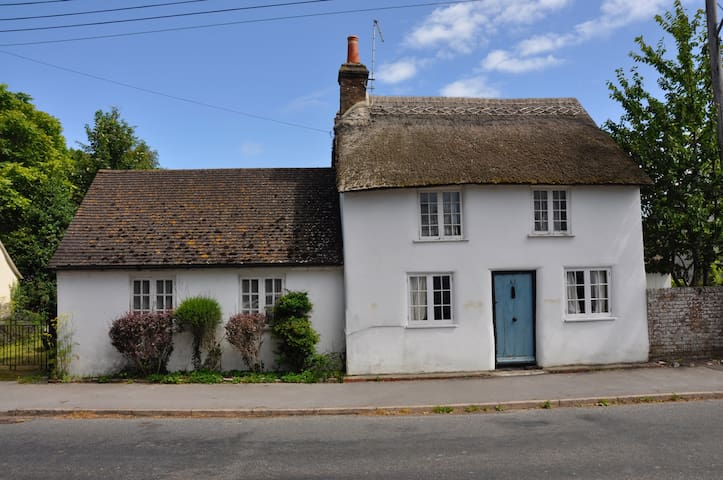 Thatched cottage with large garden