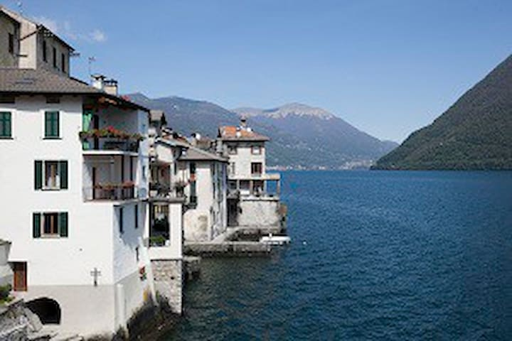 Ancient apartment directly on the lake
