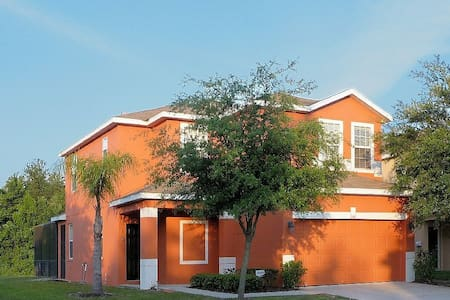 Large holiday home close to Disney