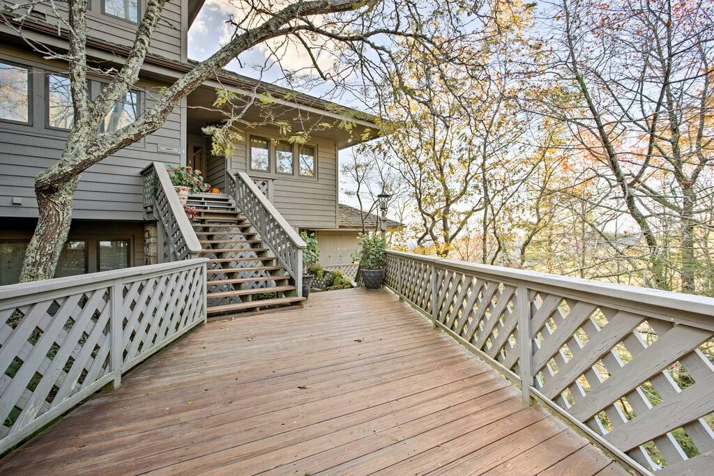 Up to 10 guests can escape into the southern mountains of Boone!