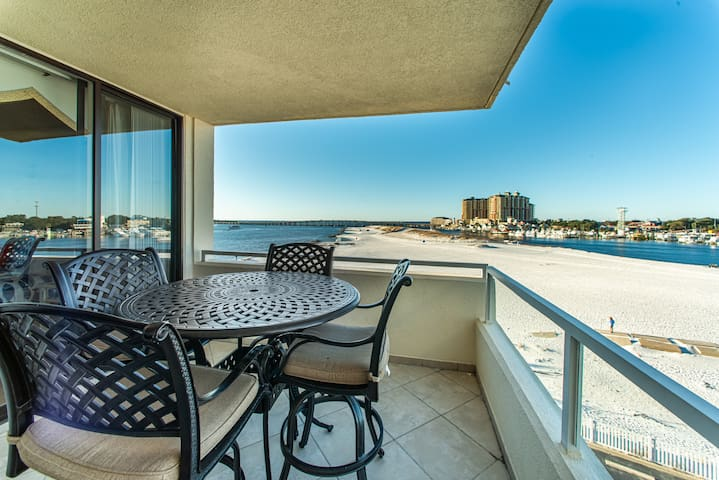 Updated☀Beachside Pool☀2 Step Sanitizing Process ☀2BR East Pass 407