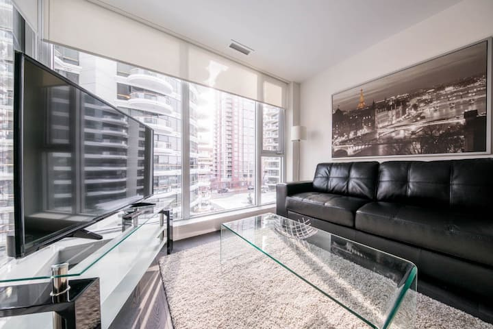 ☆ NEW Cozy, Luxury Condo ☆ 1BD/DT/RIVERS/LRT/VIEWS