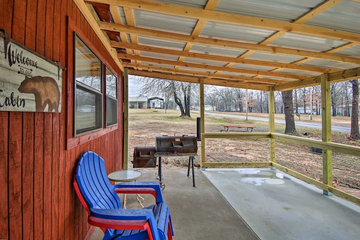 NEW! Porum Cabin Nestled on Eufaula Lake w/ Grill!