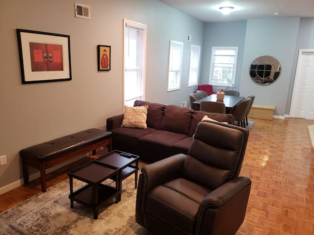Home w/large backyard and parking, minutes to NYC!