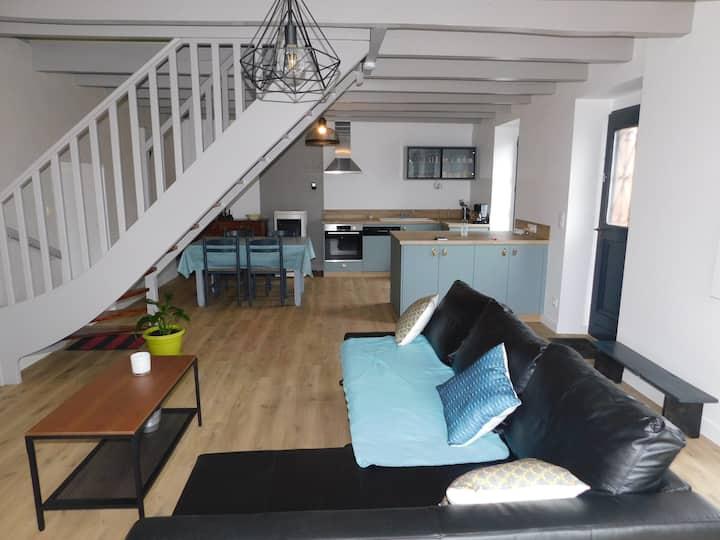 Maison en bordure du canal de Nantes à Brest