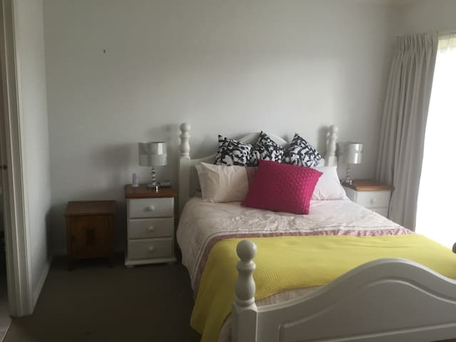 Close to freeway, Westfield shopping centre