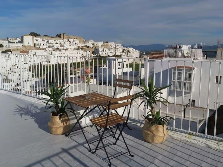 Casa con terraza privada y patio, centro de Vejer