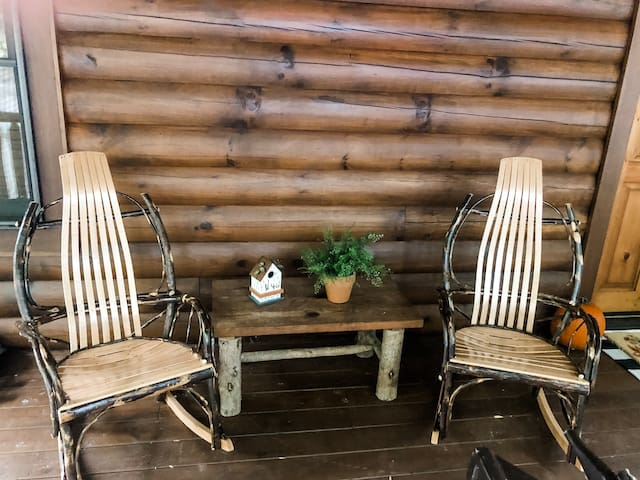 Cozy Bear's Den - 2/2 Cabin, Sleeps 6