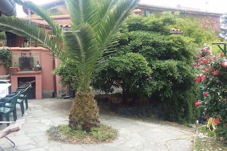 """Residenza """"Bosco delle Ninfee""""a pochi km dal mare - Savona - Villa"""