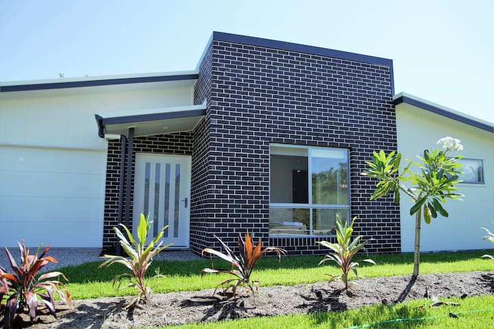 Sunshine Coast Peaceful Modern Escape - Nambour