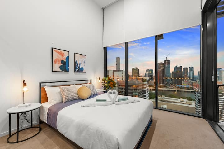 Perfect Penthouse! Views, Location, & Comfort!